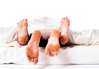 1125-feet-sex-bed-couple_sm-1